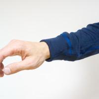 Kto má kratšiu ruku, ohne rukáv, no stále pôsobí esteticky