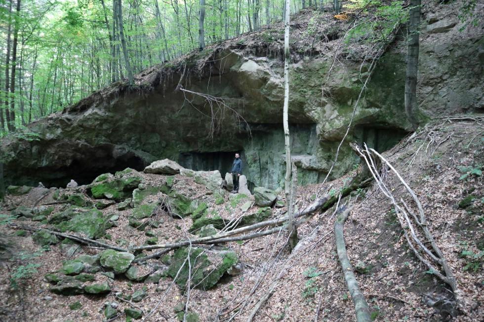 Umelá jaskyňa