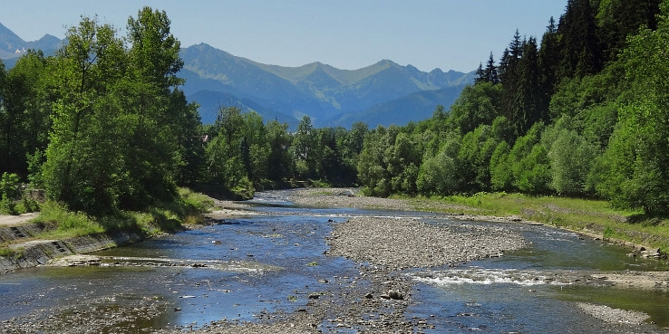 riecka po sutoku riek Zakopianka a Poroniec