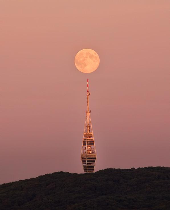 Mesiac nad Kamzíkom