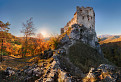 Uhrovecký hrad pri západe slnka